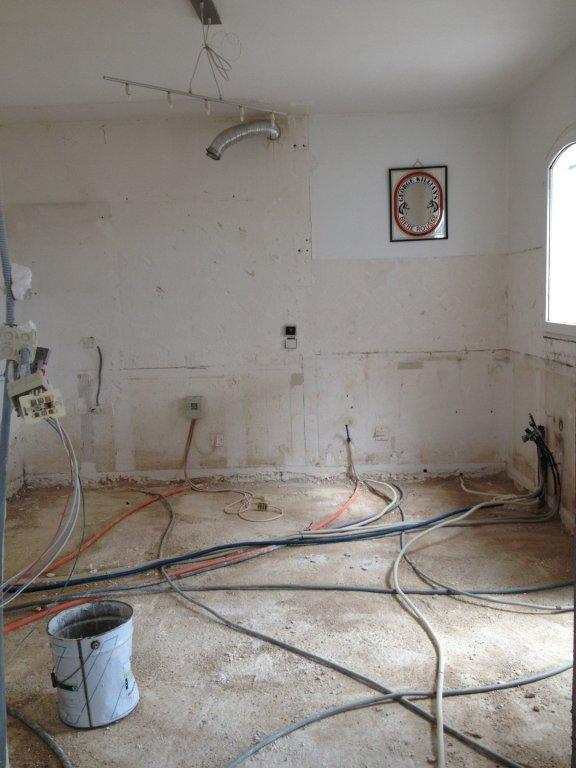 pose d 39 un plancher chauffant avec mousse polyur thane projet e dans une maison la crau. Black Bedroom Furniture Sets. Home Design Ideas