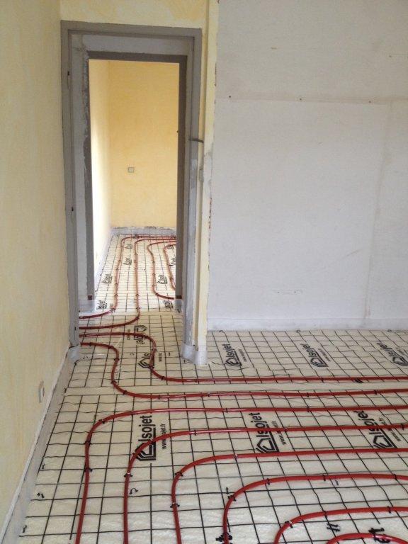Pose d 39 un plancher chauffant avec mousse polyur thane projet e dans une maison la crau - Plancher chauffant garage ...