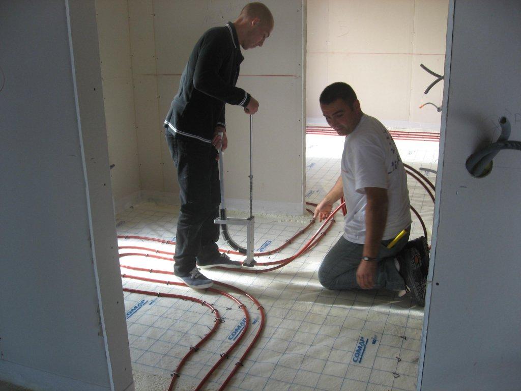 chauffage par une pac air eau plancher dans une maison de standing situ e hy res entreprise. Black Bedroom Furniture Sets. Home Design Ideas